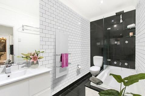 Glass towel heater for modern bathrooms